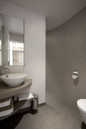 Location de vacances - Chambre d'hôtes à Zwevegem - Salle de bain avec douche