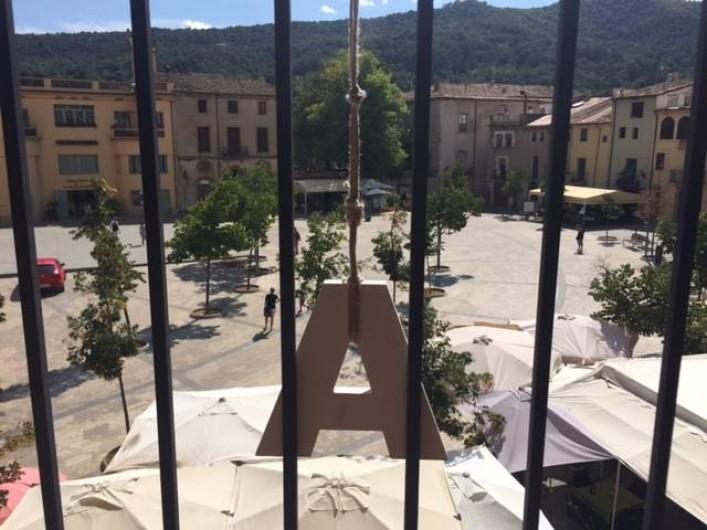 Location de vacances - Appartement à Besalú - Deuxième étage d'un bâtiment placé sur la Plaça del Prat de Sant Pere.