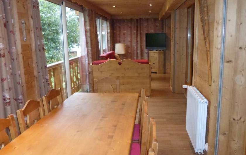 Location de vacances - Chalet à L'Alpe d'Huez - Salle a manger salon