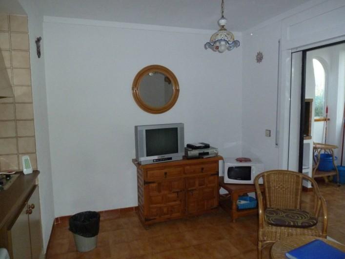 Location de vacances - Appartement à Roses - Séjour  Côté Téléviseur Chaîne Française
