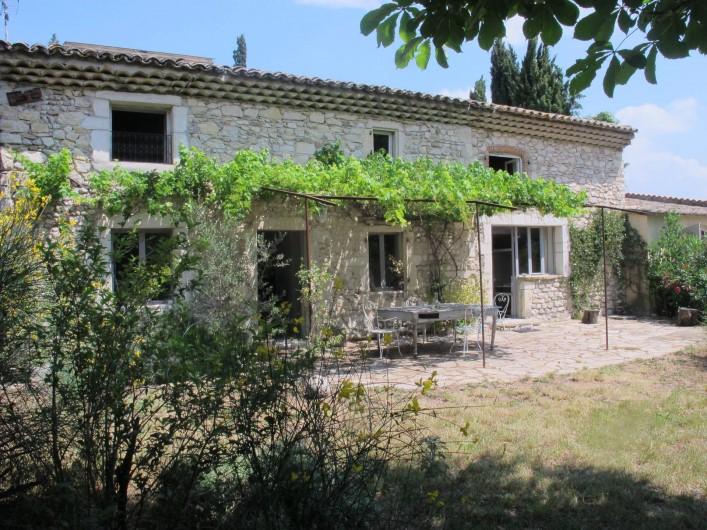 Location de vacances - Villa à Marsanne - Maison ancienne rénovée avec beaucoup de charme et d'espace autour