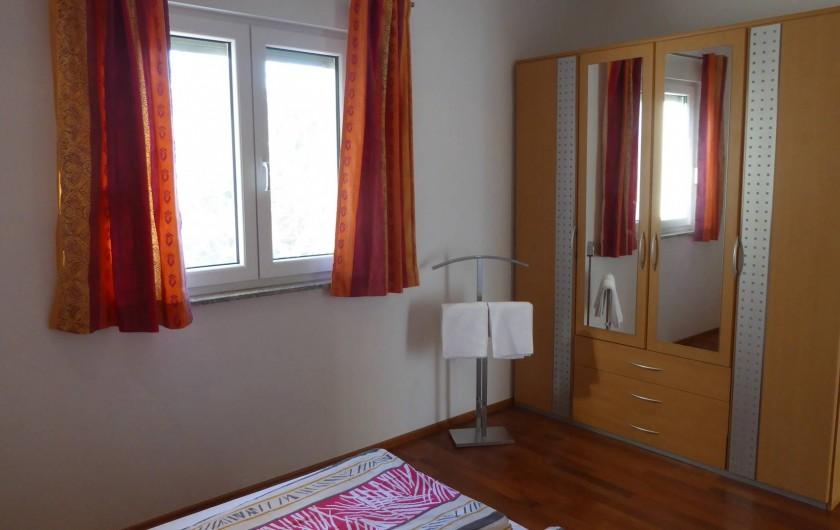 Location de vacances - Appartement à Brela - Chambre Est, vue sur oliveraie.
