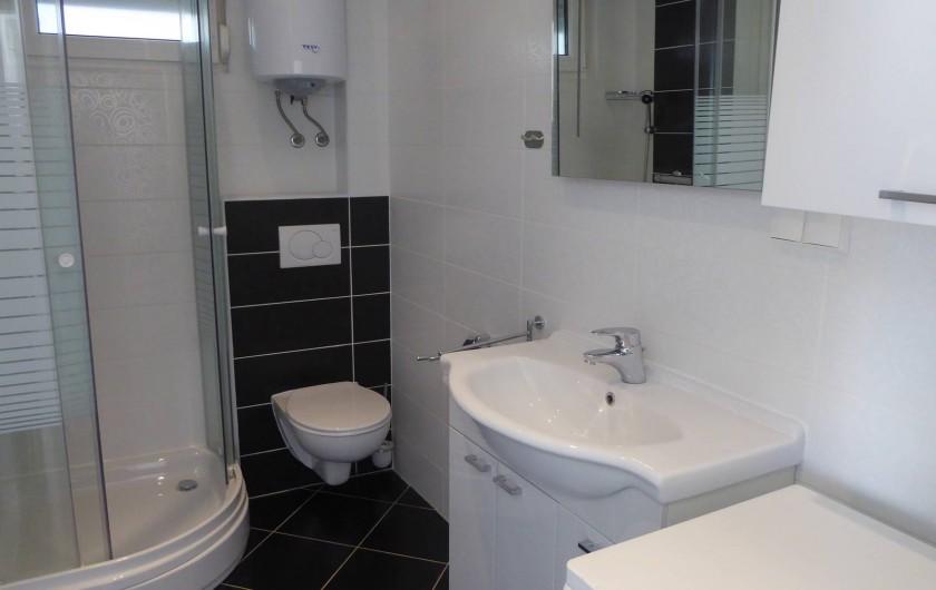 Location de vacances - Appartement à Brela - Salle de Bains, machine à laver.