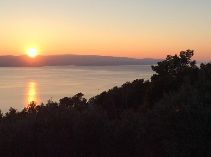 Location de vacances - Appartement à Brela - Le coucher du soleil sur l'île de Brač.