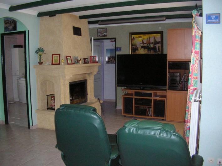 Location de vacances - Villa à Vers-Pont-du-Gard - Coin relax avec télé 136 cm