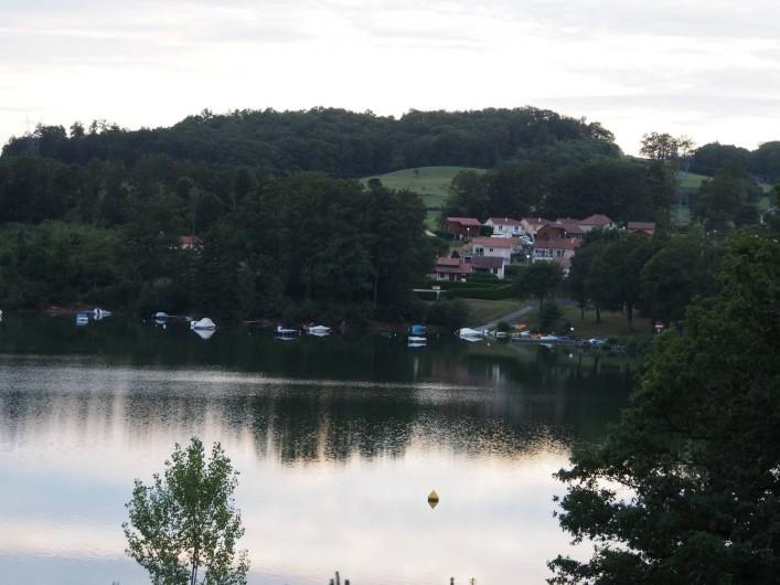 Location de vacances - Chalet à Saint-Gérons - Lotissement La Pinède de Lacombe  ou se trouve le chalet avec mise à l'eau