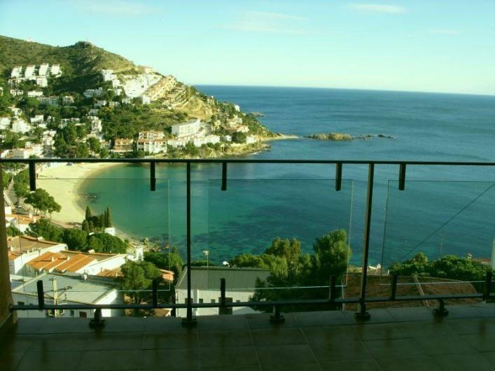 Location de vacances - Appartement à Roses - Vue du balcon sur la crique de canyelles petites