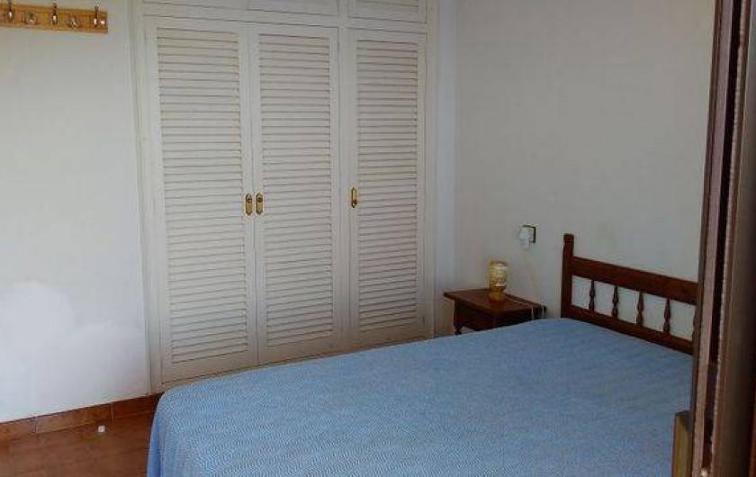 Location de vacances - Appartement à Roses - Le placard de la chambre des parents