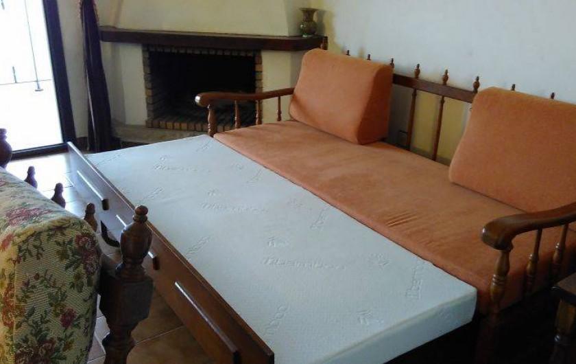 Location de vacances - Appartement à Roses - Le canapé convertible pouvant accueillir 2 personnes