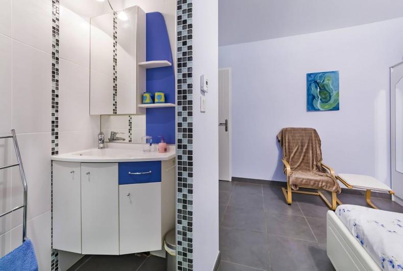 Location de vacances - Gîte à Trausse - Lavabo chambre 1