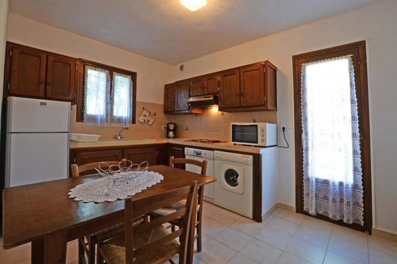 Location de vacances - Villa à Porto-Vecchio - CUISINE TOUT EQUIPEE grande villa