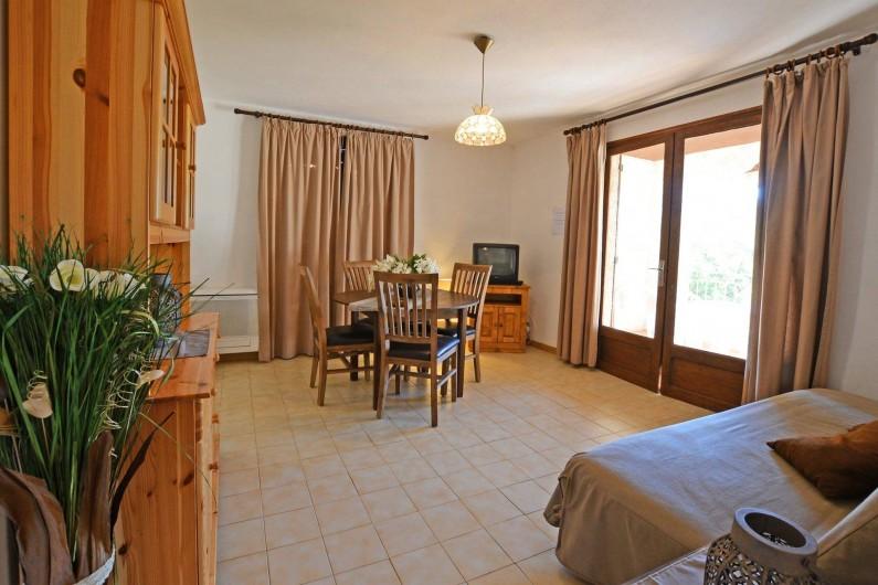 Location de vacances - Villa à Porto-Vecchio - SEJOUR AVEC CANAPE LIT AVEC WIFI(villa 5 ou 6)