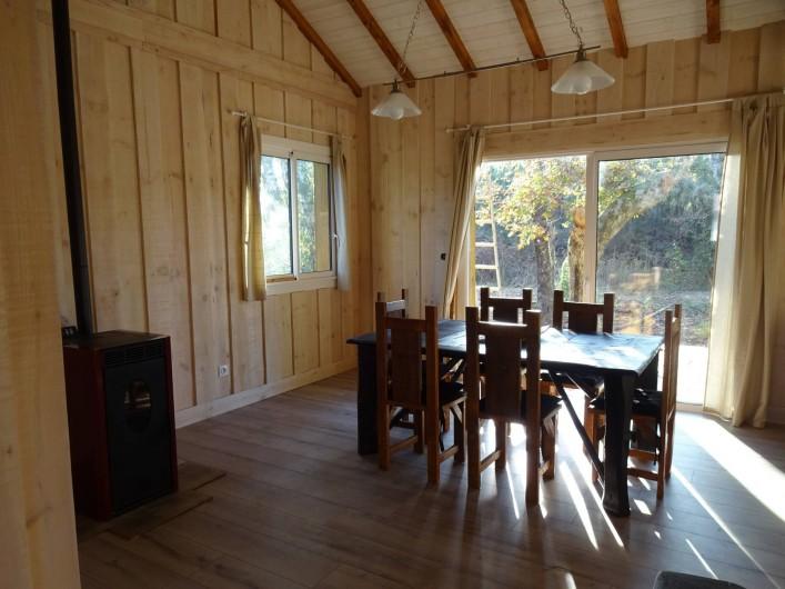Location de vacances - Maison - Villa à Naujac-sur-Mer - salle à manger avec le poêle