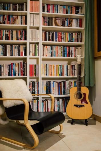 Location de vacances - Chalet à Samoëns - coin de bibliothèque