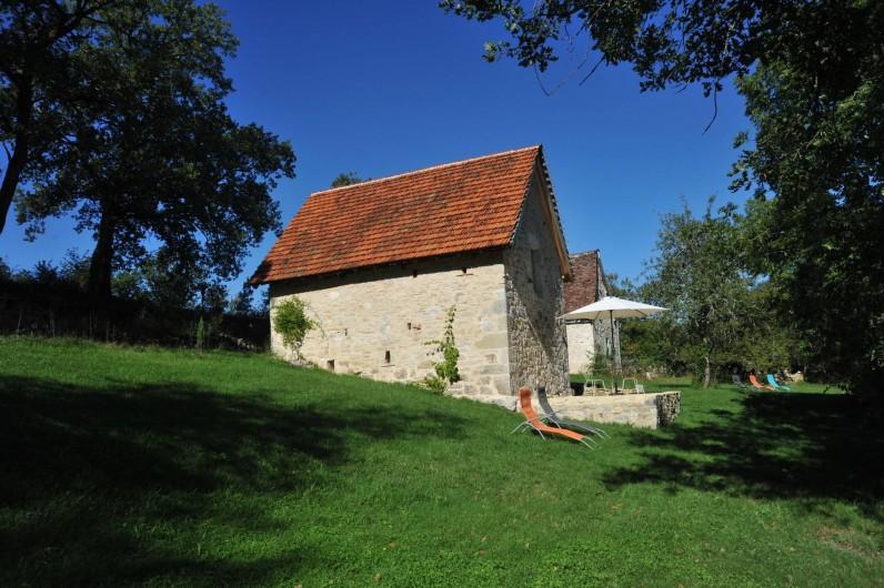 Location de vacances - Gîte à Corn - grangette et en arrière plan le Cantou