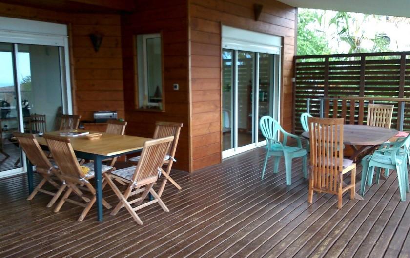 Location de vacances - Villa à Saint-Paul - coin repas terrasse