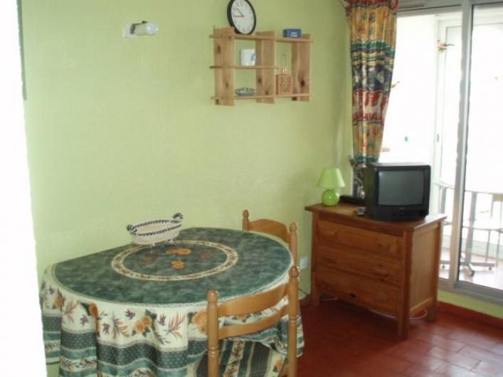 Location de vacances - Appartement à Le Barcarès - la pièce principale vue 3