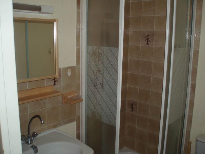 Location de vacances - Appartement à Le Barcarès - la SDB vue 1
