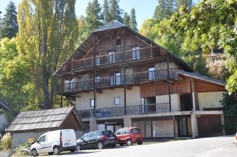 Location de vacances - Appartement à Puy-Saint-Vincent - la maison,l'appartement et au 2nd  et 3iem balcon,parking privé