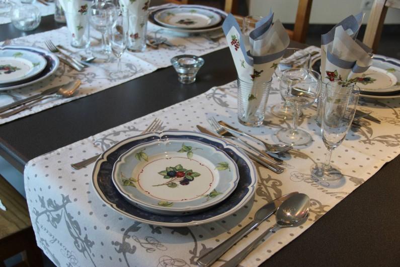 Location de vacances - Gîte à Theux - Une vaisselle de table de fête, signée Villeroy & Boch