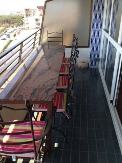 Location de vacances - Appartement à L'Estartit - Table en Fer forgé et  Marbre Rose  pour manger face Mer