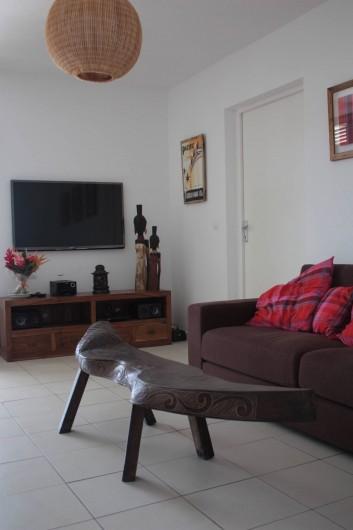 Location de vacances - Villa à Saint-François - salon télé depuis l'entre du couloir chambre La Désirade et Les Saintes