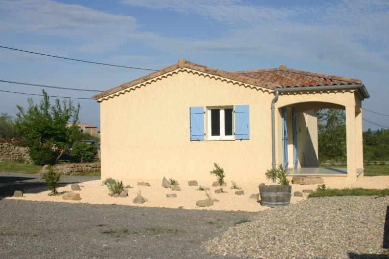 Location de vacances - Villa à Les Vans - Maison avec terasse couverte