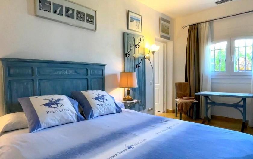 Location de vacances - Villa à Saint-Tropez - Chambre gauche