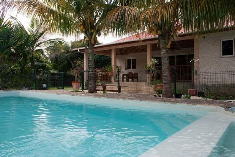 Location de vacances - Villa à Saint-Pierre - piscine familiale de 9 x 4,5 m face la grande terrasse