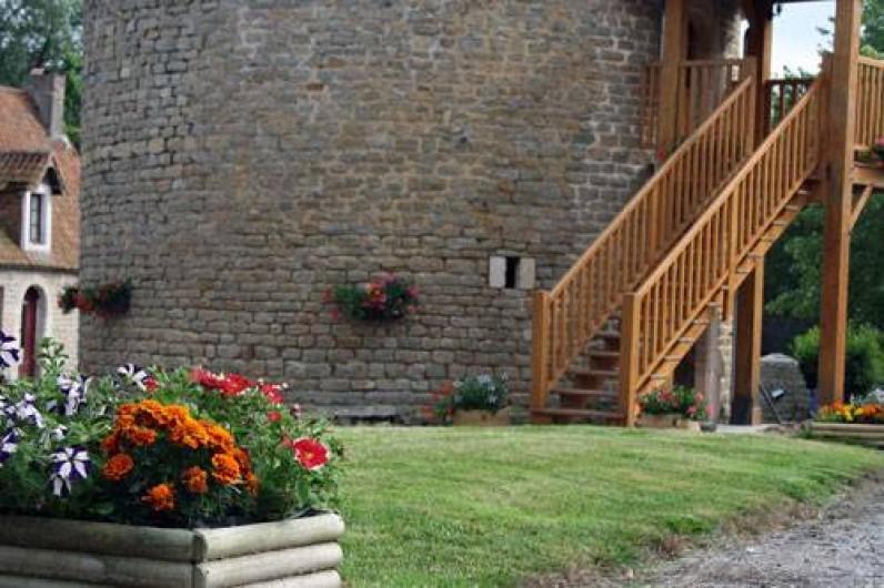 Location de vacances - Insolite à Baincthun - Le jardin, et l'entrée du gîte