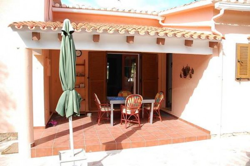 Location de vacances - Villa à Dénia - Terrasse couverte avec table pour 8 ,personnes