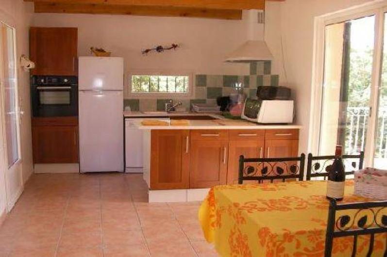 Location de vacances - Villa à Roche-Saint-Secret-Béconne - La cuisine très bien équipée.