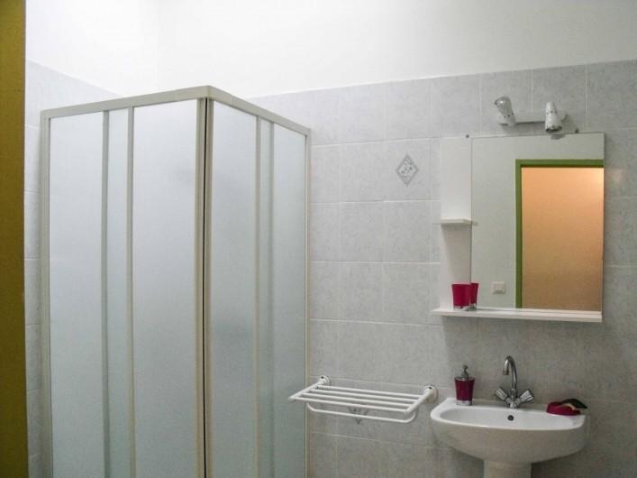 Location de vacances - Maison - Villa à Puisserguier - Salle d'eau avec WC