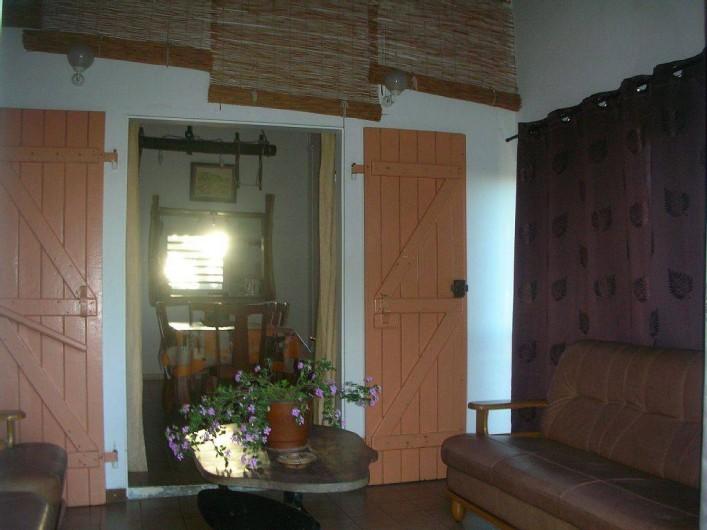 Location de vacances - Gîte à La Saline Les Hauts - la terrasse donnant sur la salle à manger