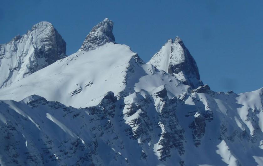 Location de vacances - Gîte à Valmeinier - Les Aiguilles d'Arves vues depuis le haut du télésiège du Gros Crey