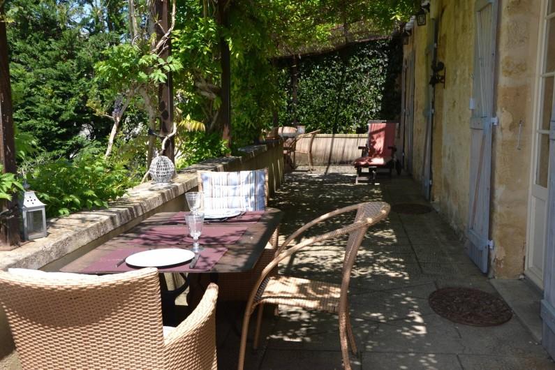 Location de vacances - Gîte à Sainte-Mondane - Terrasse pour vos apéros au coucher de soleil