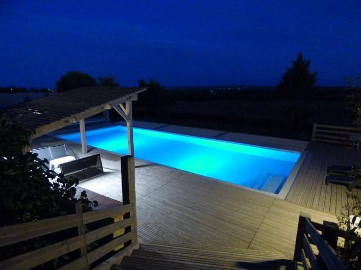 Location de vacances - Gîte à Carcassonne - Piscine 13x5m et sa vaste plage