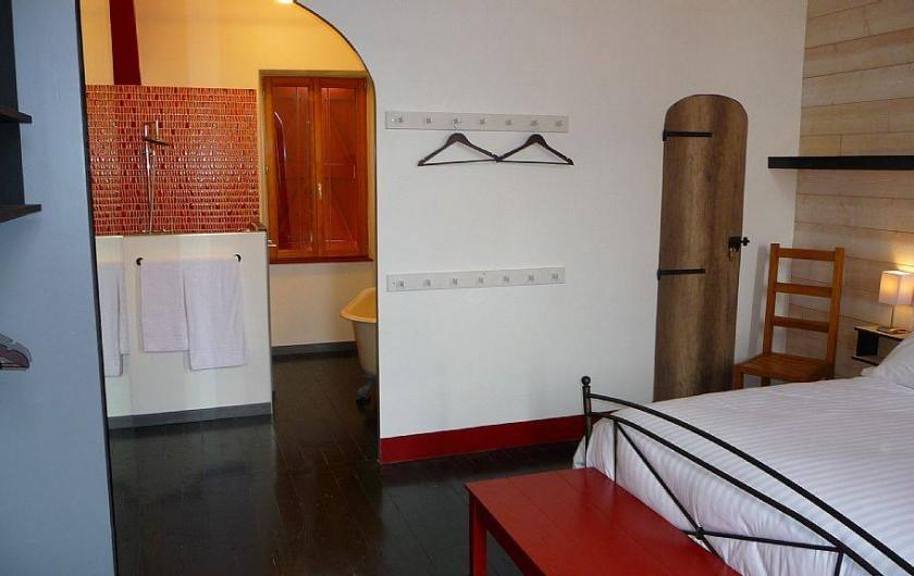 Location de vacances - Gîte à Carcassonne - Chambre 1 et s/bain 1