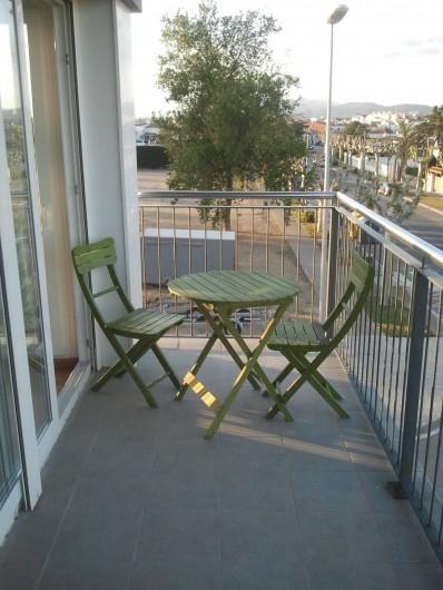 Location de vacances - Appartement à Empuriabrava - la petite terrasse ou l on mange(6. 8 personnes