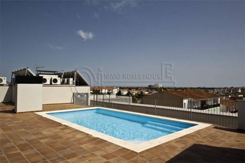 Location de vacances - Appartement à Empuriabrava - la piscine sur le solarium