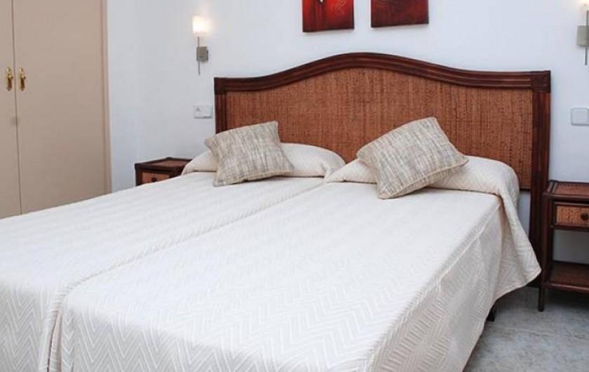 Location de vacances - Appartement à Platja d'Aro - chambre avec deux lits individuels