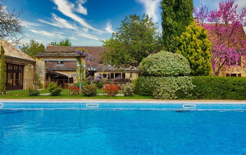 Location de vacances - Chambre d'hôtes à Saint-Crépin-et-Carlucet - vue extérieure, piscine