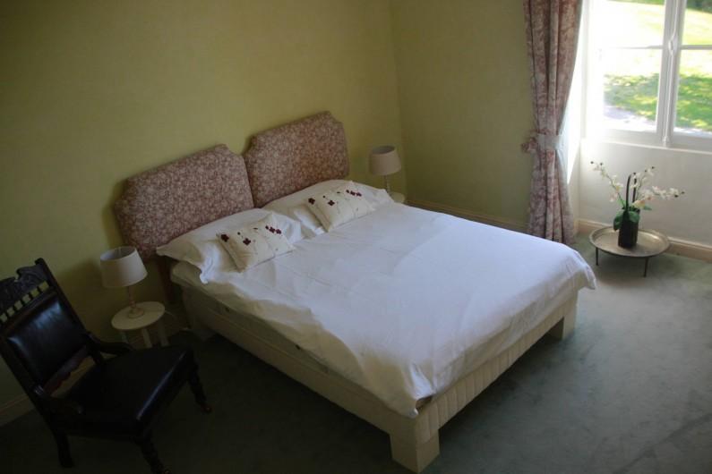 Location de vacances - Villa à Saint-Moreil - Troisième grande chambre au premier étage avec un lit double, lit bébé