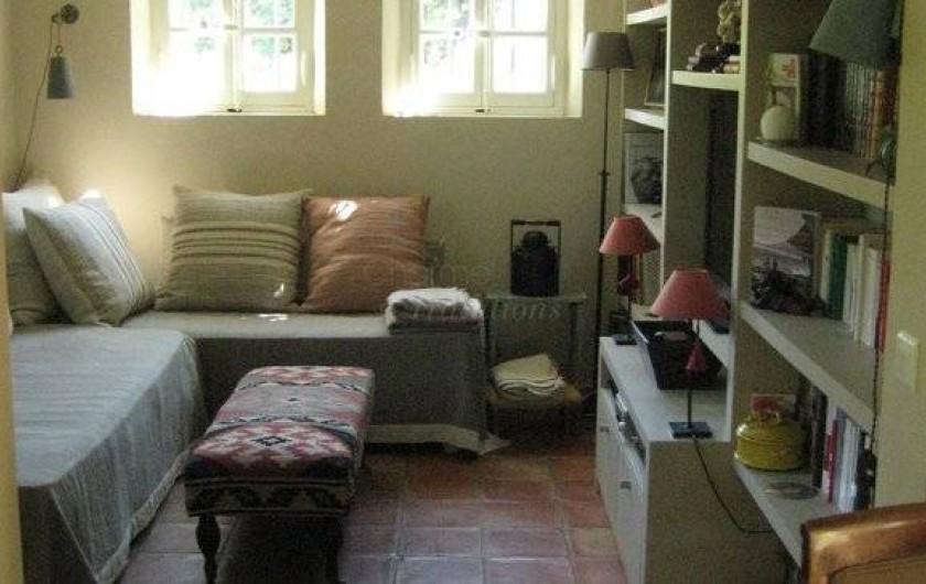 Location de vacances - Chambre d'hôtes à Saint-Tropez - Petit salon TV