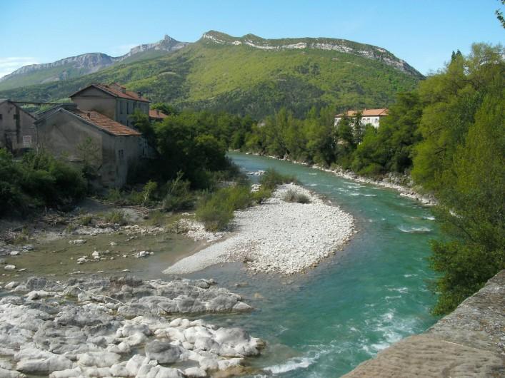 """Location de vacances - Bungalow - Mobilhome à Serres - La rivière """"le buëch"""""""