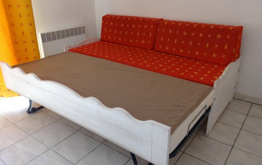 Location de vacances - Maison - Villa à Salavas - canapé convertible dans la pièce à vivre