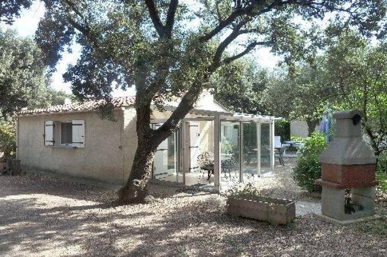Location de vacances - Villa à Pernes-les-Fontaines - maison côté ouest avec véranda