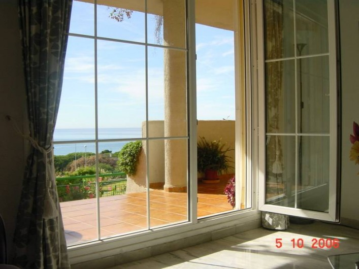 Location de vacances - Appartement à Marbella - From the sofa in the lounge.