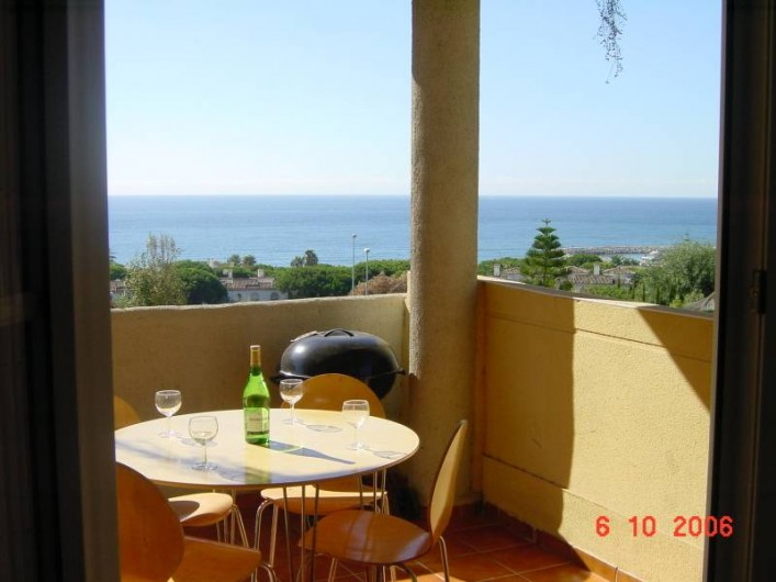 Location de vacances - Appartement à Marbella - Dining on the terrace.