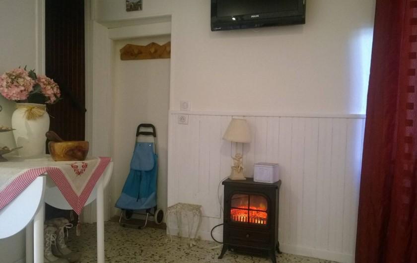 Location de vacances - Appartement à Saint-Martin-Vésubie - séjour et accès 1°étage